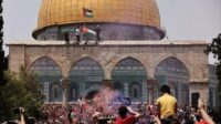 Pendukung Hamas di Masjid Al-Aqsha Palestina