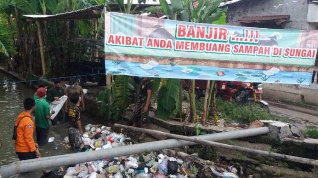 dokumentasi foto saat ansor banser bersih bersih di haul gusdur