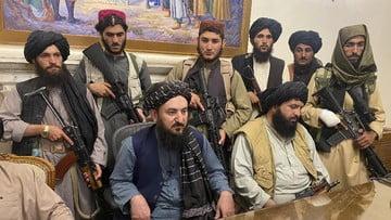 taliban duduki istana kepresidenan afghanistan